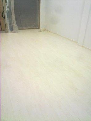 suelo laminado blanco beteado 3